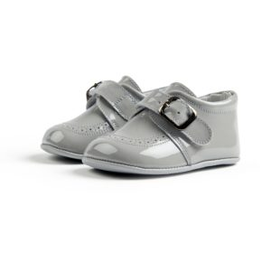 Chaussures enfant grise, avec boucle.